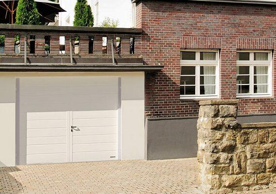 pose porte de garage avec portillon pour ouverture facile